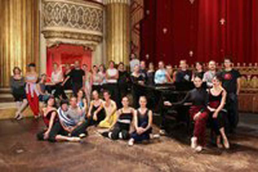 2011 - ATTESTATO di partecipazione al Corso di specializzazione per insegnanti di danza classico -accademica presso Scuola di Ballo del Teatro San Carlo di Napoli, diretta da Anna Razzi