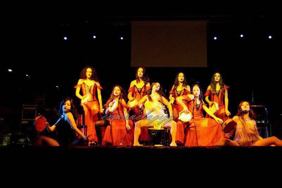 """2012 - Partecipazione delle allieve alla """"Serata Zelig"""" con le coreografie da Nine di Federico Vitrano, e Shots di Simona Giustini. Formello /Roma"""
