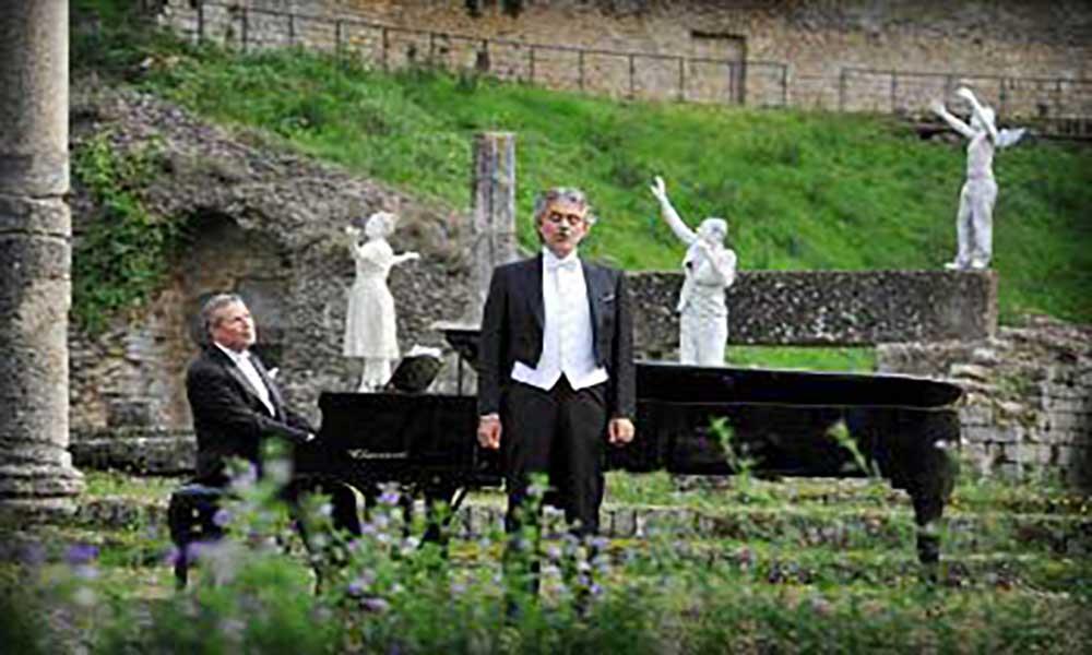 """2012 - Partecipazione del M° Stefano Palmigiano nel Video Clip di Andrea Bocelli """"Notte Illuminata"""". Volterra /Firenze"""
