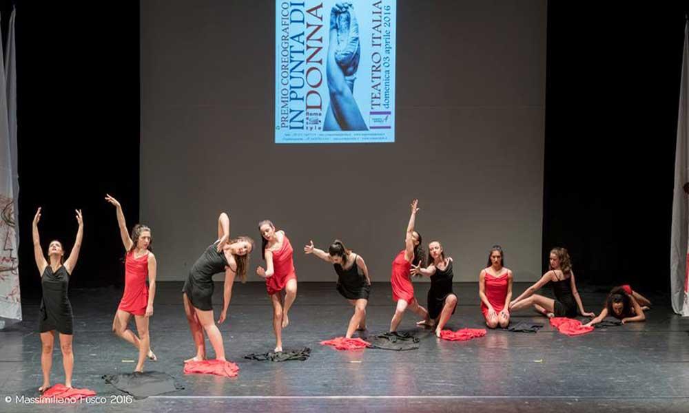 """2016 - Concorso Nazionale IN PUNTA DI DONNA Terzi Classificati con la coreografia """"Libere di essere, libere di vivere"""" e vincitori di una borsa di Studio alla IIa Edizione di Salento in Danza"""
