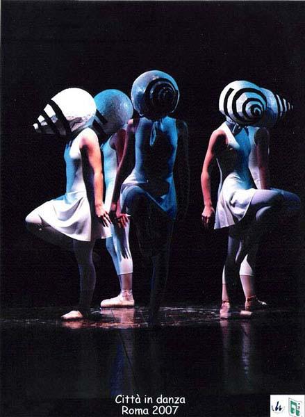 """2007 - Partecipazione delle allieve del 5° corso con la Coreografia """"Occhi di Bambino"""" alla RASSEGNA """"CITTÀ' IN DANZA"""" Lazio 2007 presso il Teatro Viganò - Roma"""